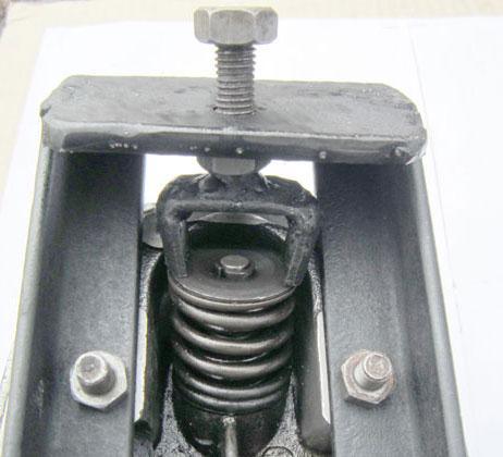 Установка съемника сверху головки цилиндра