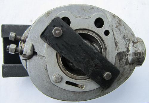 Установка съемника снизу головки цилиндра